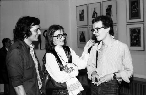Od lewej x, Joanna Bojarska (Dział Rysunku i Grafiki Nowoczesnej), Grzegorz Musiał (Dział Fotografii i Technik Wizualnych)