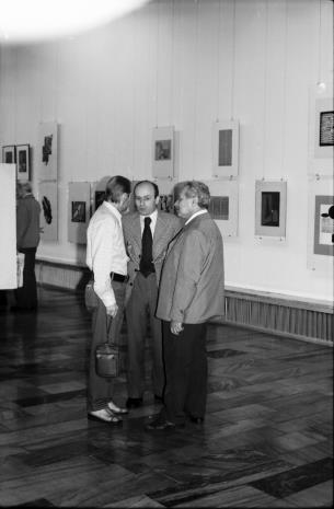 Od lewej Jan Łukasik, dyr. Bernard Kepler (BWA w Łodzi), Ryszard Brudzyński (wicedyrektor ms)