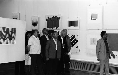 Od lewej x, Zdzisław Konicki (archiwista),  x, Ryszard Brudzyński (wicedyrektor ms), red. Mieczysław Jagoszewski (Dziennik Łódzki), dyr. Ryszard Stanisławski