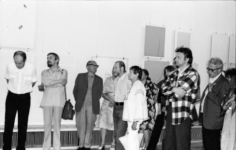 Od lewej dr Janusz Zagrodzki (Dział Grafiki i Rysunku Nowoczesnego), Leszek Rózga, x, Jan Łukasik, w kraciastej koszuli Krystyn Zieliński
