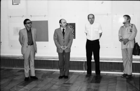 Od lewej dyr. Ryszard Stanisławski, dyr. Bernard Kepler (BWA w Łodzi), dr Janusz Zagrodzki (Dział Grafiki i Rysunku Nowoczesnego), Leszek Rózga