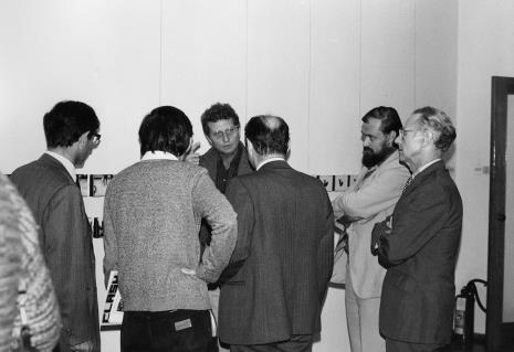 W środku Derek Boshier, z prawej profilem dyr. Maciej Łukowski (Wydział Kultury UMŁ) i przdstawiciel The British Council
