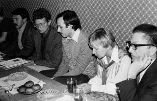 Konferencja prasowa, od lewej dziennikarz Polskiego Radia, Derek Boshier, Janusz Wróblewski (tłumacz), Janina Ładnowska (Dział Sztuki Nowoczesnej), dyr. Ryszard Stanisławski