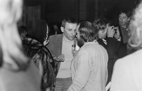 W środku Andrzej Lachowicz w rozmowie z Antonim Mikołajczykiem i Natalią LL