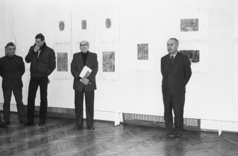 Od lewej Juliusz Murawski (Dział Administracyjno - Gospodarczy), Piotr Starzyński (Dział Administracyjno - Gospodarczy), Mieczysław Potemski (Dział Sztuki Obcej), Ryszard Brudzyński (wicedyrektor ms)