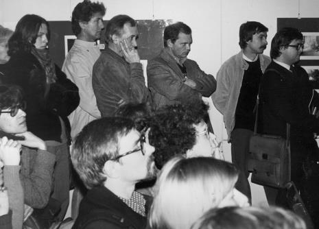 W środku trzej artyści związani z PWSSP w Łodzi: Andrzej Gieraga, Tadeusz Wolański i Tomasz Jaśkiewicz