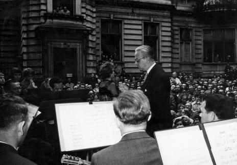 Występ Danuty Debichowej z towarzyszeniem orkiestry pod dyrekcją Edwarda Ciukszy