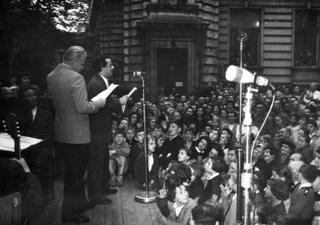 Konferansjerzy Marian Jeżewski i Henryk Abbe