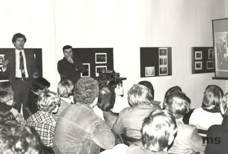 Douglas Davis podczas wykładu
