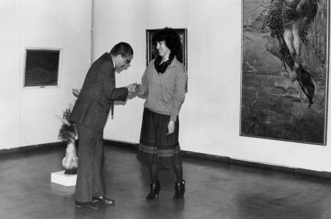 Dyr. Ryszard Stanisławski (ms) i komisarz wystawy Hanna Grzeszczuk (Dział Sztuki Polskiej)
