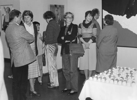 Od lewej Tomasz Jaśkiewicz, żona Lecha Kunki, Barbara Szajdzińska-Krawczyk, Lena Kowalewicz, x, Elżbieta Sowińska (Pracownia Fotograficzna), x, Maria Próchnicka (Dział  gł. Inwentaryzatora)