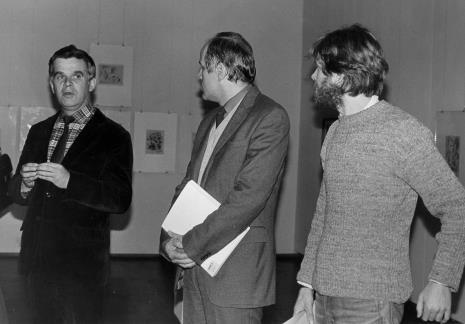 Od lewej dr Jacek Ojrzyński (Dział Dokumentacji Naukowej), dr Janusz Zagrodzki (Dział Rysunku i Grafiki Nowoczesnej), Piotr Meyer (Dział Rysunku i Grafiki Nowoczesnej)