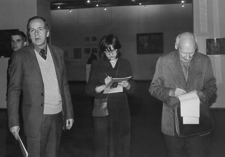 Od lewej dr Jacek Ojrzyński (Dział Dokumentacji Naukowej), dr Janusz Zagrodzki (Dział Rysunku i Grafiki Nowoczesnej), red. Małgorzata Grzegorczyk (Głos Robotniczy), red. Mieczysław Jagoszewski (Dziennik Łódzki)