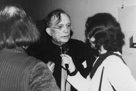 Oskar Reutersvärd udziela wywiadu red. Krystynie Namysłowskiej (Polskie Radio)