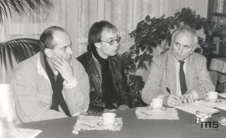 Od lewej Jaromir Jedliński (Dział Rysunku i Grafiki Nowoczesnej), Richard Betts i Richard Demarco