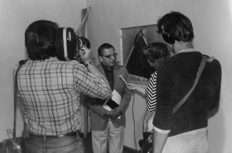 Dyr. Ryszard Stanisławski (ms) udziela wywiadu red. Ewie Bartoś (TVP Łódź)