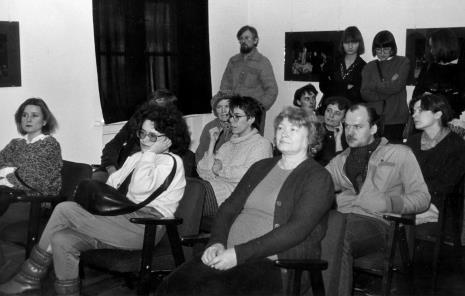 W pierwszym rzędzie od lewej x, red. Ewa Karwowska (Głos Robotniczy), Halina Szałowska (Dział Dokumentacji Naukowej); w drugim rzędzie w okularach Małgorzata Sidor (studentka kulturoznawstwa, Uniwersytet Łódzki); w głębi Edward Łazikowski