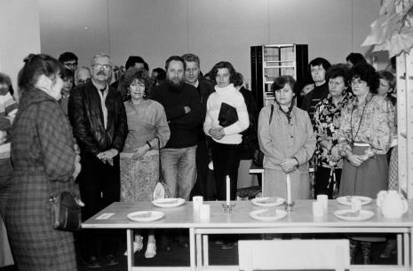 Za stołem druga od lewej Maria Kornatowska, trzecia od prawej Urszula Czartoryska (Dział Fotografii i Technik Wizualnych)