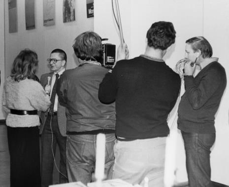 Dyr. Ryszard Stanisławski (ms) udziela wywiadu red. Ewie Bartoś (TVP Łódź).