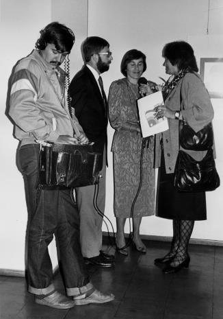 Red. Grażyna Papier (Polskie Radio) przeprowadza wywiad z prof. Michaelem Jackiem Mikosiem i Susan Gibson-Mikoś z Wisconsin University, Milwaukee