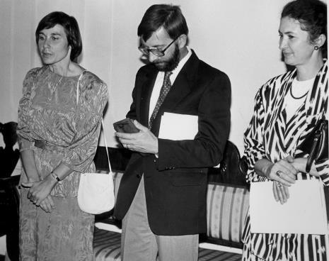 Od lewej Susan Gibson-Mikoś, prof. Michael Jacek Mikoś z Wisconsin University, Milwaukee oraz Ewa Marciniak (KŁ PZPR)