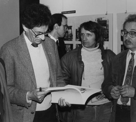 Od lewej Jerzy Kosiński, przedstawiciel ambasady USA, red. Ryszard Strzelecki (Rzeczpospolita), W. Stępień