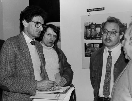 Od lewej Jerzy Kosiński, red. Ryszard Strzelecki (Rzeczpospolita), W. Stępień, Izaak Kersz (Gmina Wyznaniowa Żydowska w Łodzi)