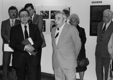 Z lewej w głębi Aleksander Wilkanowski (kierownik Wydziału ds. Wyznań),  Stanisław Dyzbardis (KŁ PZPR), na pierwszym planie dyr. Ryszard Stanisławski (ms), przemawia Izaak Kersz (Gmina Wyznaniowa Żydowska w Łodzi)