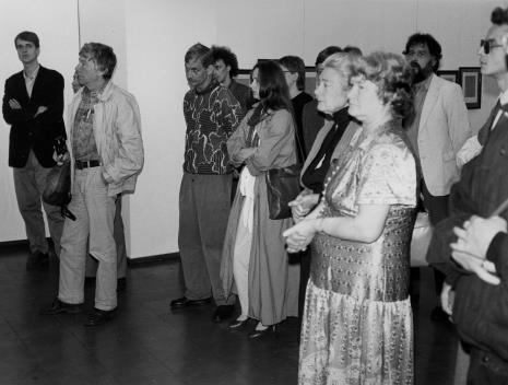 Od lewej Dariusz Bugalski (Dział Naukowo - Oświatowy), Tadeusz Rolke. Z prawej w ciemnych okularach Grzegorz Musiał (Galeria 86 w Łodzi)