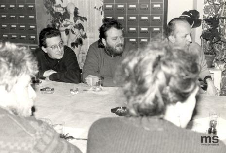 Od lewej (z profilu) Leon Tarasewicz, Mariusz Kruk, Krzysztof Markowski, Leszek Knaflewski