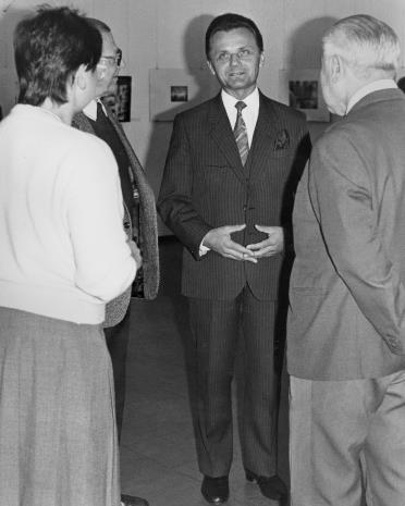 Z lewej (tyłem) Jadwiga Damazer (wicedyrektor ms), w środku wiceprezydent Łodzi Janusz Urbaniak