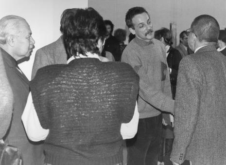 Od lewej Ryszard Brudzyński tyłem Jadwiga Damazer (wicedyrektor ms), Jan Trzupek (Galeria Krzysztofory w Krakowie), dyr. Ryszard Stanisławski (ms)