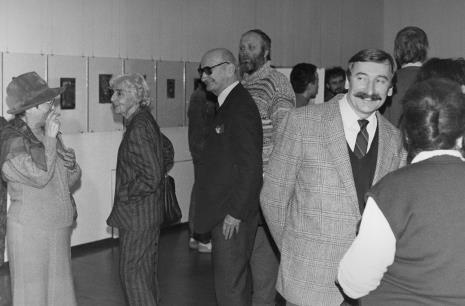 Od lewej x, prof. Zofia Libiszowska (Uniwersytet Łódzki), Stefan Libiszowski, w jasnej marynarce Michał Wojciech Walczak (Wojewódzki Konserwator Zabytków)