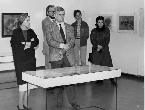 Od lewej red. Krystyna Namysłowska, kolekcjoner sztuki, dr Jacek Ojrzyński, Michał Palpuchowski i Władysława Zbrońska (Księgarnia Niezależna w Łodzi)