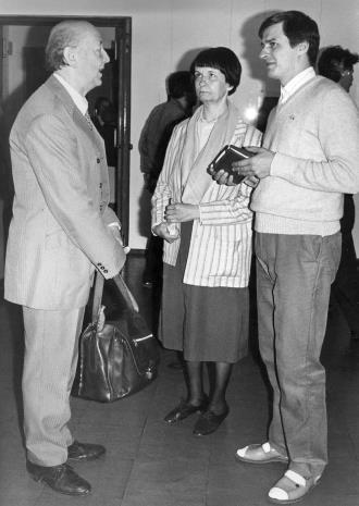Od lewej przedstawiciel Towarzystwa Przyjaciół Wilna i Grodna, Urszula Czartoryska (Dział fotografii i Technik Wizualnych), komisarz wystawy Gintautas Trimakas