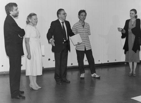 Od lewej Lech Leszczyński (Rada Narodowa M. Łodzi), kustosz Janina Ładnowska, dyr. Ryszard Stanisławski, Koji Kamoji, red. Krystyna Namysłowska (Polskie Radio)