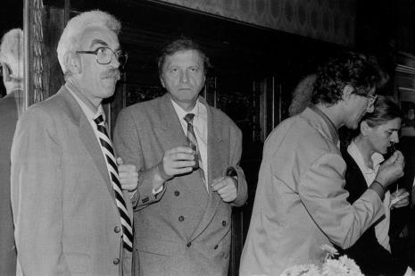 Od lewej profesorowie PWSSP w Łodzi: Ryszard Hunger, Krystyn Zieliński, Andrzej Gieraga oraz red. Krystyna Namysłowska (Polskie Radio)