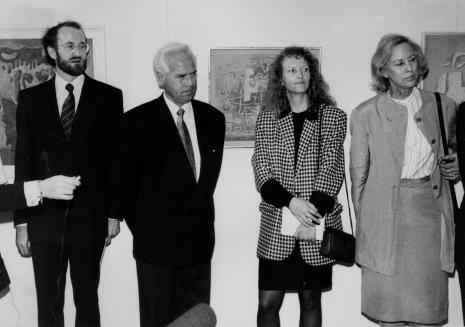 Od lewej lewej Reiner Döbbelstein (radca ambasady RFN), Günther Knakstedt (ambasador RFN), komisarz wystawy dr Ursula Zeller, Felicyta Kerg-Baumeister (córka artysty)