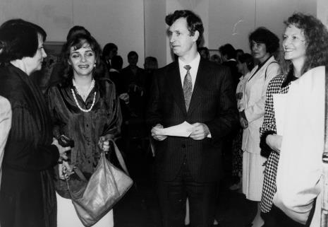 Od lewej Urszula Czartoryska (Dział Fotografii i Technik Wizualnych), Elżbieta Hibner (wiceprezydent Łodzi), Grzegorz Palka (prezydent Łodzi), x, komisarz wystawy dr Ursula Zeller