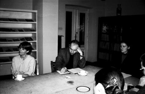 Spotkanie w czytelni biblioteki  ms, od lewej Katarzyna Jasińskia (Dział Promocji), red. Maciej Maciejewski (Dziennik Łódzki), Maria Brewińska (Dział Naukowo - Oświatowy)
