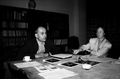 Spotkanie w czytelni biblioteki ms, z lewej dyr. Jaromir Jedliński (ms)