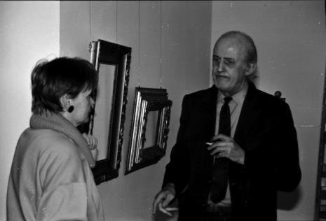 Spotkanie w salach wystawowych: Zenobia Karnicka (Dział Sztuki Nowoczesnej) i Edward Krasiński