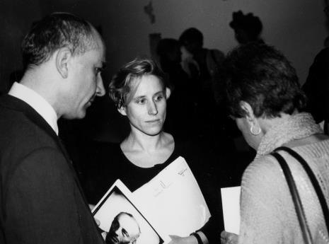 Od lewej dyr. Jaromir Jedliński (ms), Jadwiga Janik (Dział Realizacji Wystaw i Wydawnictw), Nika Strzemińska