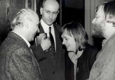 Od lewej Ryszard Kapuściński, Dyr. Jaromir Jedliński (ms), Elżbieta Hibner (wiceprezydent Łodzi), red. Marek Miller (Bestseller)