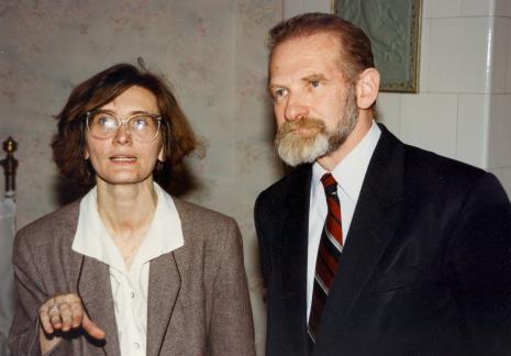 Joanna Bojarska (Dział Rysunku i Grafiki Nowoczesnej), prof. Bronisław Geremek