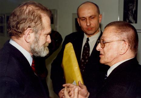 Od lewej prof. Bronisław Geremek, dyr. Jaromir Jedliński (ms), Ryszard Stanisławski