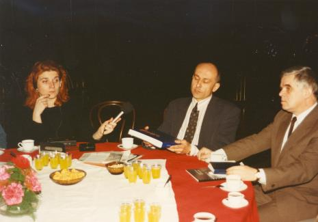 Od lewej red. Jacquelline Kacprzak (Polskie Radio), dyr. Jaromir Jedliński (ms), dr Jacek Ojrzyński (Dział Dokumentacji Naukowej, przewodniczący Związku Muzeów Polskich)