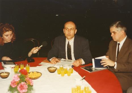 Od lewej red. Jacquelline Kacprzak (Polskie Radio), dyr. Jaromir Jedliński (ms), dr Jacek Ojrzyński (Dział Dokumentacji Naukowej)