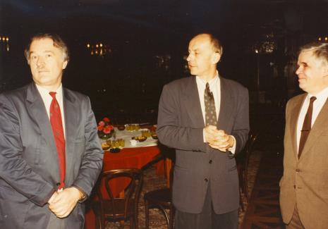 Od lewej dyr. Ryszard Czubaczyński (Muzeum Historii Miasta Łodzi), dyr. Jaromir Jedliński (ms), dr Jacek Ojrzyński (Dział Dokumentacji Naukowej)