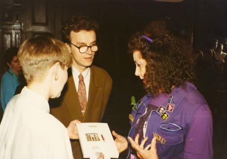 Od lewej Katarzyna Jasińska (Dział Promocji), Grzegorz Musiał (Galeria 86 w Łodzi) i Isabelle Colin Dufresne - Ultra Violet